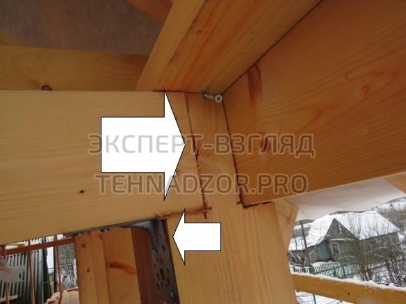 Каркасный дом ошибки - Недопустимое уменьшение сечения стойки, неплотное прилегание крепёжных элементов (уголок).